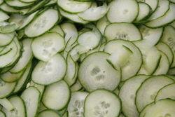 Geschnippeltes für Gurkensalat.