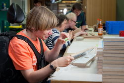 Holzmontage-Arbeiten in der Werkstatt Gallinchen.