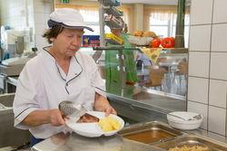 Essenausgabe in der Küche Gallinchen.