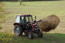 Arbeiten mit dem Traktor.