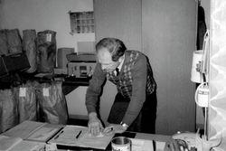 Horst Fischer in seinem Büro.
