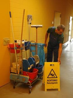 Reinigungsarbeiten in der Werkstatt Gallinchen.