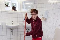 Reinigung der sanitären Bereiche.