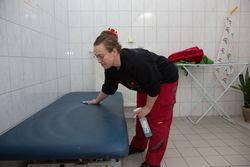 Reinigungsarbeiten in der Werkstatt Cottbus Mitte.